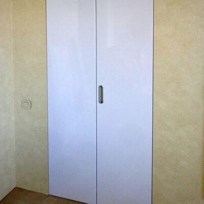 Складные-двери-белые